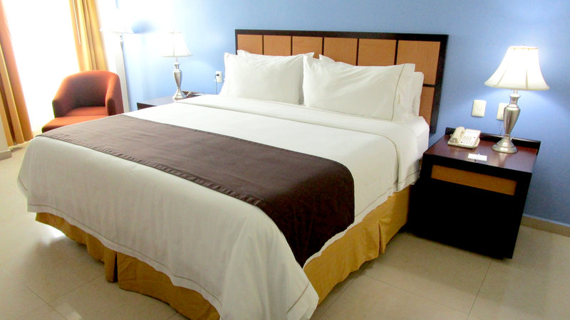 Holiday Inn Express Paraiso Dos Bocas-King Bed Guest Room<br/>Image from Leonardo