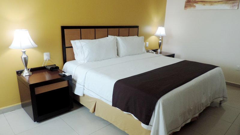 Holiday Inn Express Paraiso Dos Bocas-Single Bed Guest Room<br/>Image from Leonardo