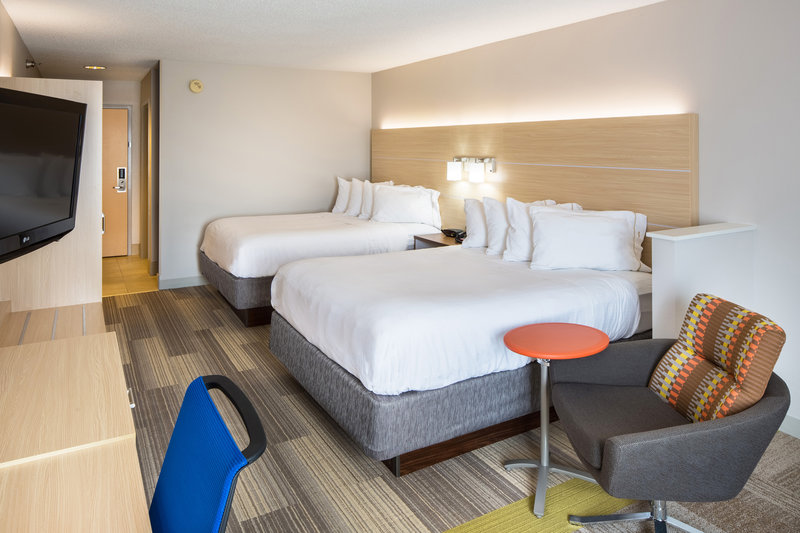 Holiday Inn Express Cedar Rapids (Collins Rd)-Deluxe Two Queen Bedded Room wih microwave and fridge<br/>Image from Leonardo