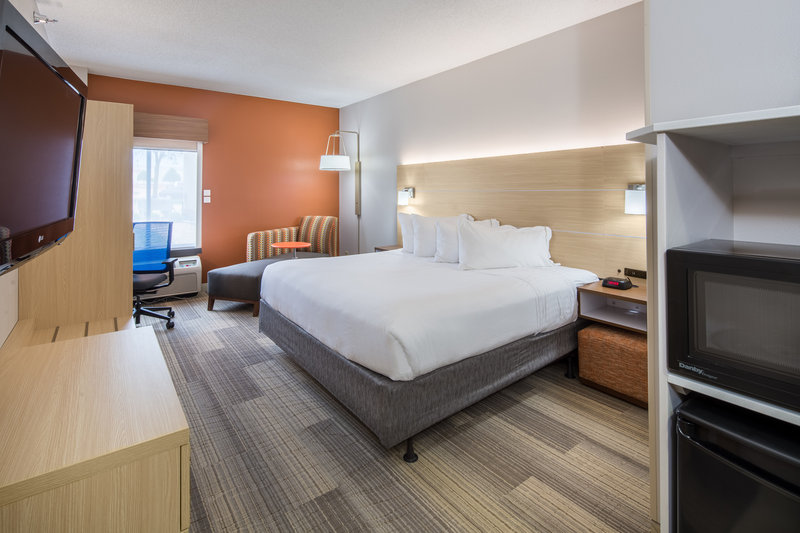 Holiday Inn Express Cedar Rapids (Collins Rd)-Deluxe King ADA Accessible with microwave, fridge and Keurig<br/>Image from Leonardo