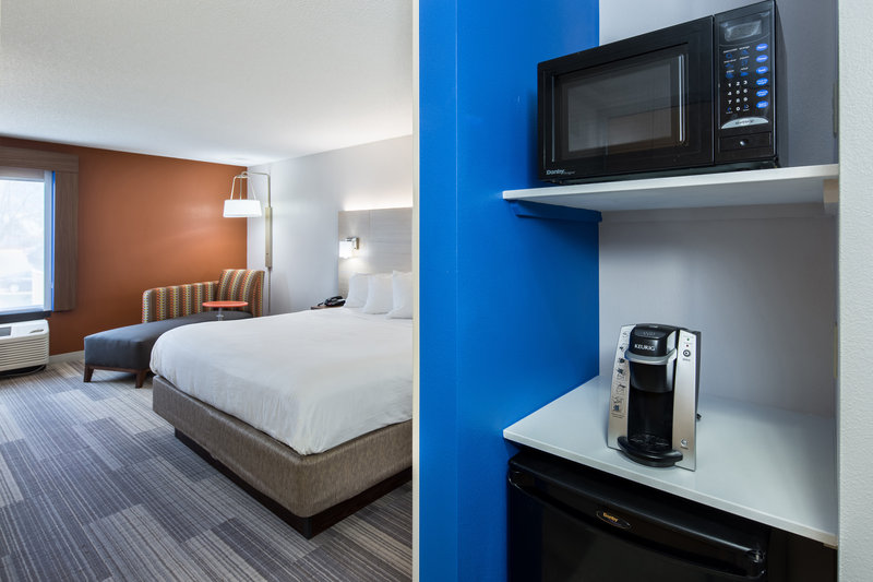 Holiday Inn Express Cedar Rapids (Collins Rd)-Deluxe King Bedded Room with microwave and fridge<br/>Image from Leonardo