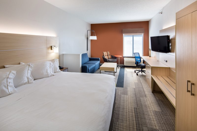 Holiday Inn Express Cedar Rapids (Collins Rd)-Executive King Bedded Room with microwave and fridge<br/>Image from Leonardo