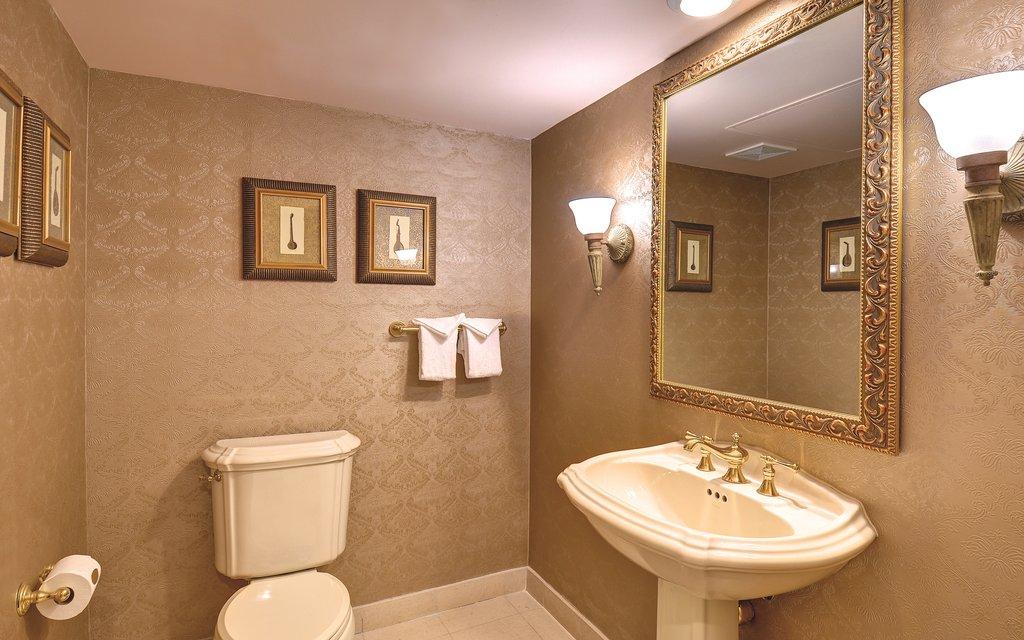 Excalibur Hotel and Casino - Royal Luxury Suite Bathroom <br/>Image from Leonardo