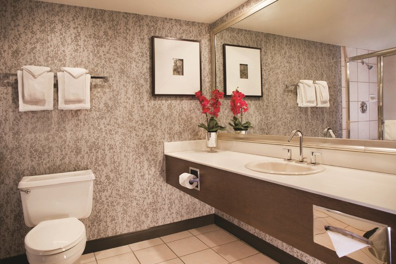 Excalibur Hotel and Casino-Royal Superior King Bathroom<br/>Image from Leonardo