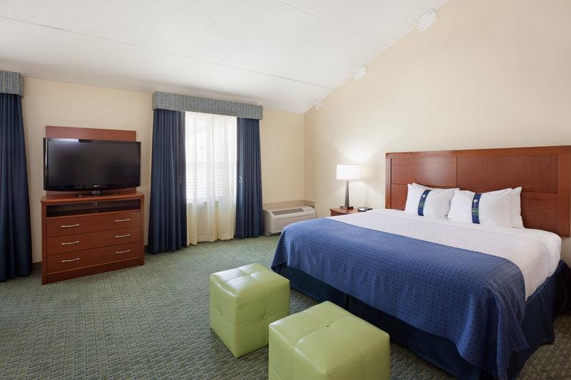 Holiday Inn Cape Cod - Falmouth-King Executive Falmouth, MA Guest Room<br/>Image from Leonardo