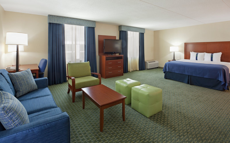Holiday Inn Cape Cod - Falmouth-King Executive Room with work area and pull out sofa<br/>Image from Leonardo