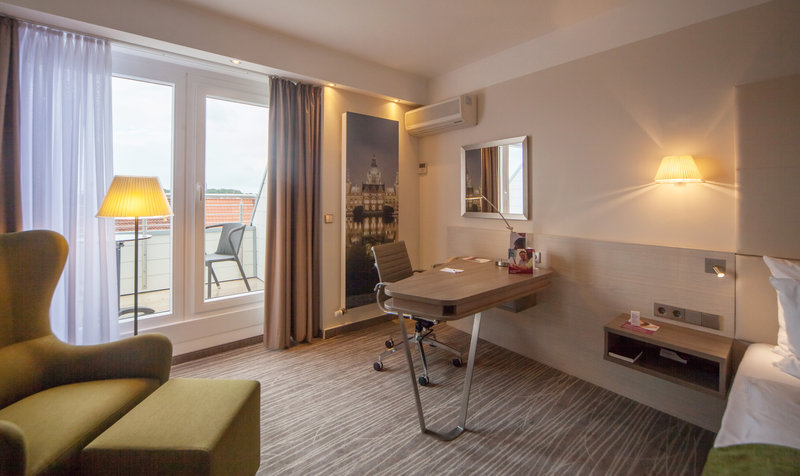 Crowne Plaza Hannover-New standard room with balcony at the Crowne Plaza Hannover<br/>Image from Leonardo