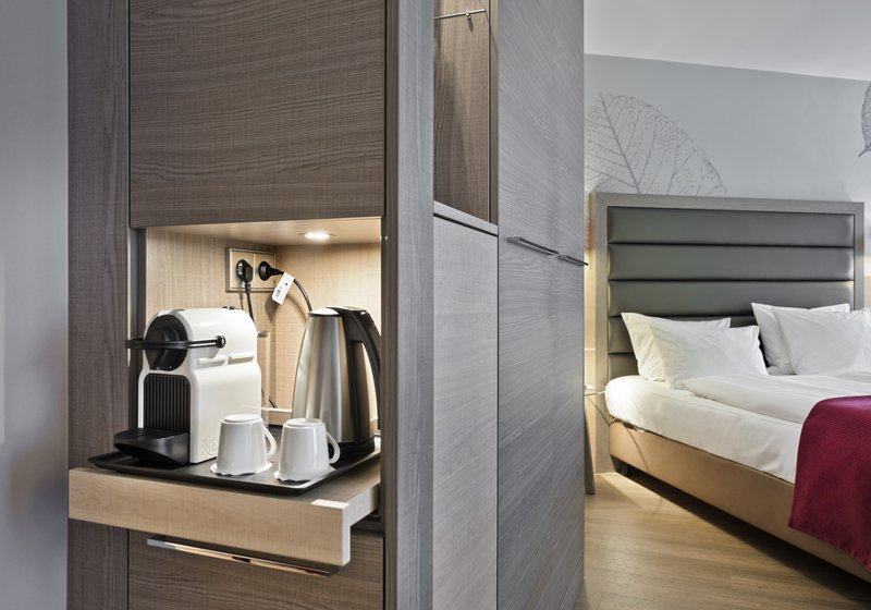 Crowne Plaza Hannover-Executive Room with Nespresso coffee machine<br/>Image from Leonardo