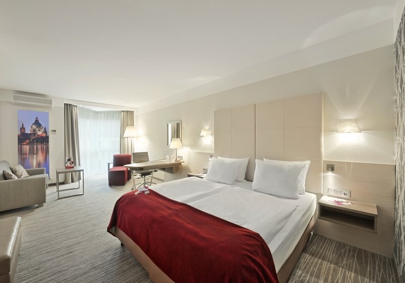 Crowne Plaza Hannover-Business Room with 35 sqm<br/>Image from Leonardo