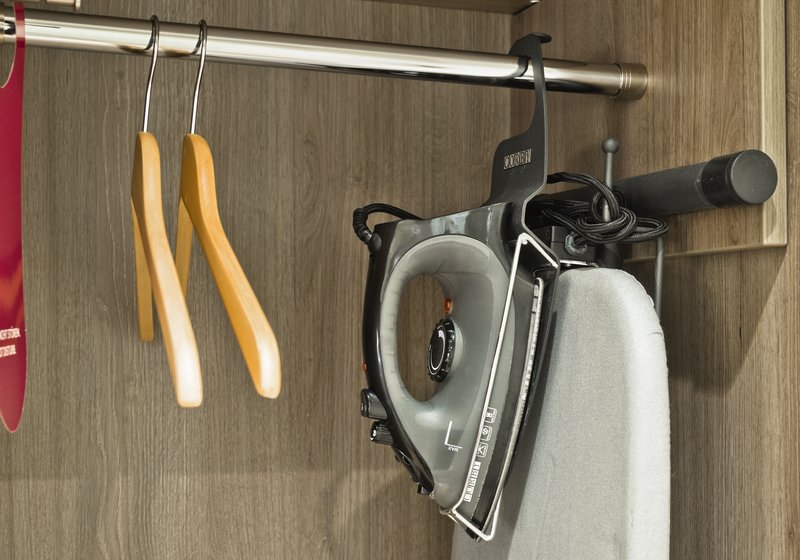 Crowne Plaza Hannover-Iron and Ironing Board - available in every room<br/>Image from Leonardo