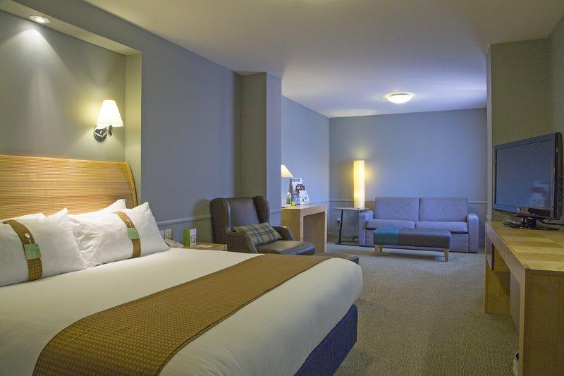 Holiday Inn Guildford-Superior Room<br/>Image from Leonardo
