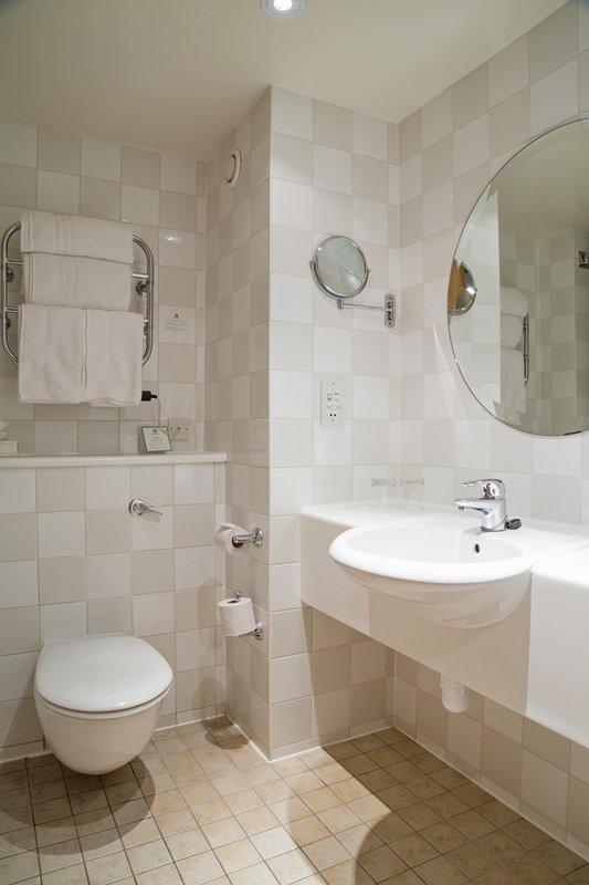 Holiday Inn Guildford-Standard Bedroom Bathroom<br/>Image from Leonardo