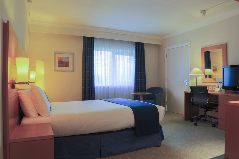 Holiday Inn Guildford-Accessible Room<br/>Image from Leonardo