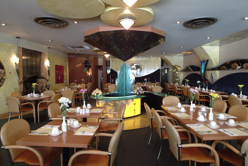 Holiday Inn Niagara Falls - by the Falls-Coco's Steakhouse awaits you.<br/>Image from Leonardo