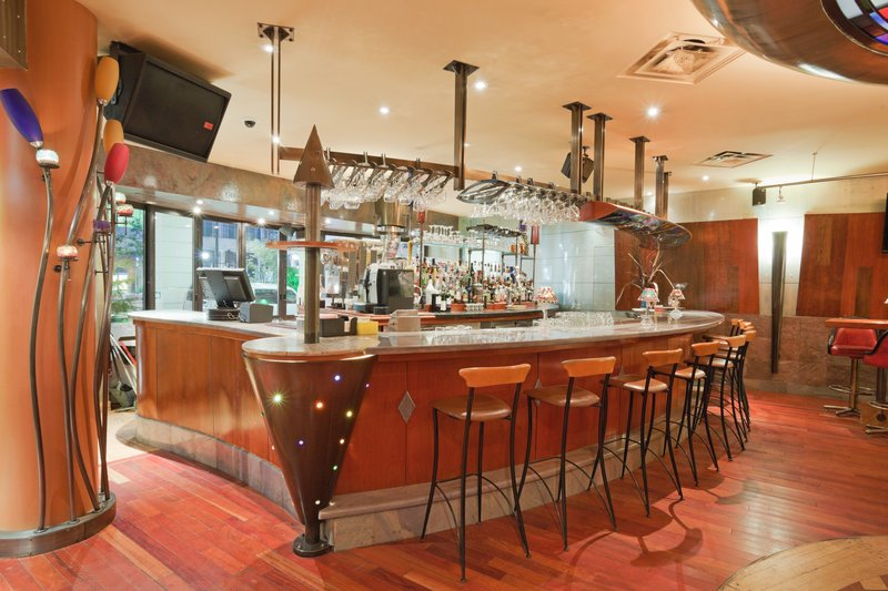 Holiday Inn Niagara Falls - by the Falls-Enjoy Coco's special cocktails<br/>Image from Leonardo