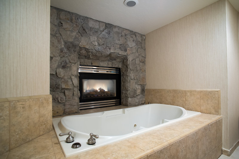 Holiday Inn Express South Lake Tahoe-Jacuzzi Tub<br/>Image from Leonardo