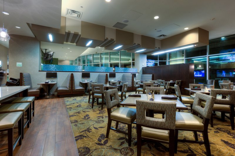 Holiday Inn Saskatoon Downtown-Enjoy a nice meal before heading out to see the sites.<br/>Image from Leonardo