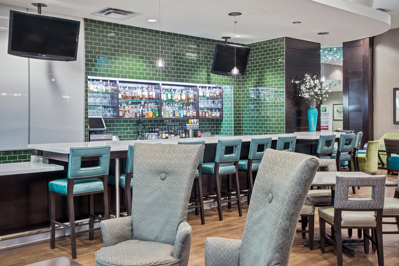 Holiday Inn Saskatoon Downtown-Bar and Lounge<br/>Image from Leonardo