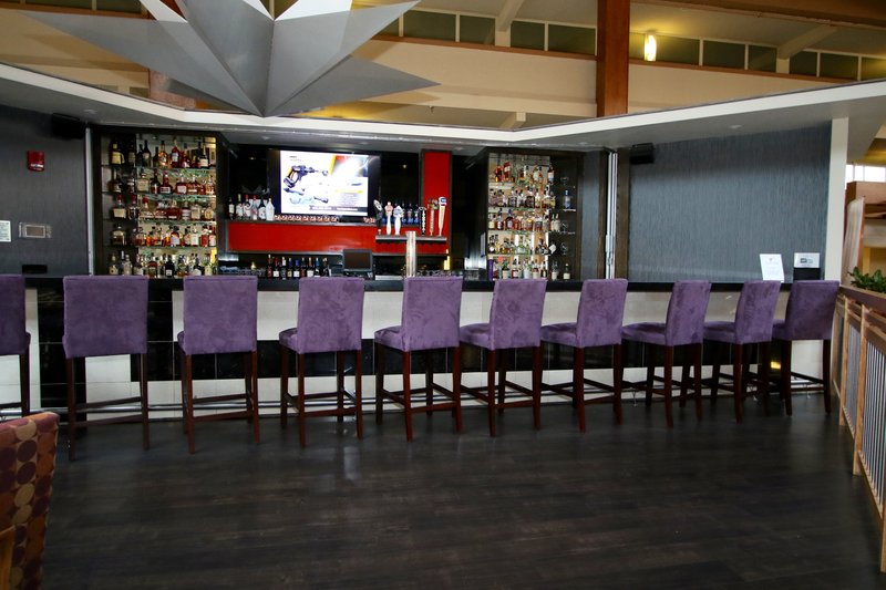 Crowne Plaza Suffern-Mahwah-Bar at Crowne Plaza Suffern Mahwah Hotel and Conference Center<br/>Image from Leonardo