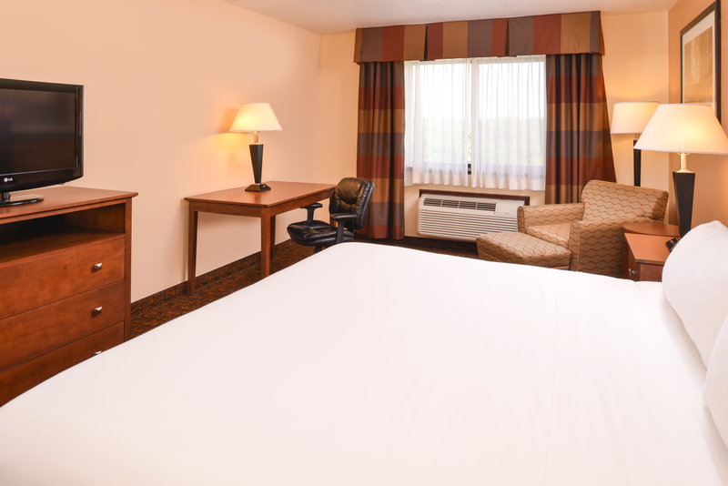 Holiday Inn Express Morgantown-One King Bed Standard Room<br/>Image from Leonardo