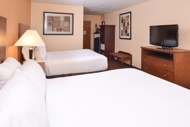 Holiday Inn Express Morgantown-Two Queen Bed Standard Room<br/>Image from Leonardo