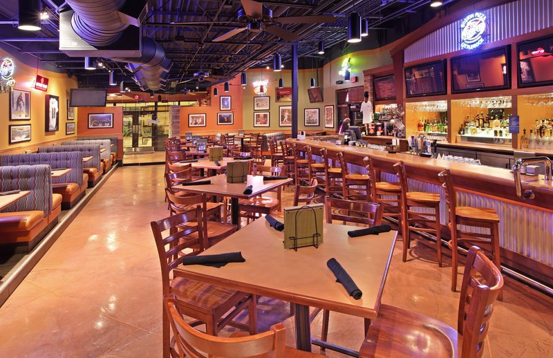 Holiday Inn Little Rock - Airport - Conf Ctr-Boston's Restaurant and Sports Bar has terrific food.<br/>Image from Leonardo