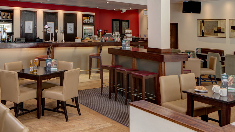 Holiday Inn Aylesbury-Bar and Lounge<br/>Image from Leonardo