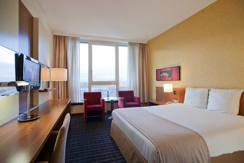 Crowne Plaza Antwerp-Superior Guestroom<br/>Image from Leonardo