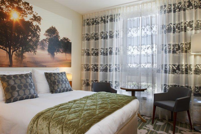 Crowne Plaza Antwerp-Standard Guestroom<br/>Image from Leonardo