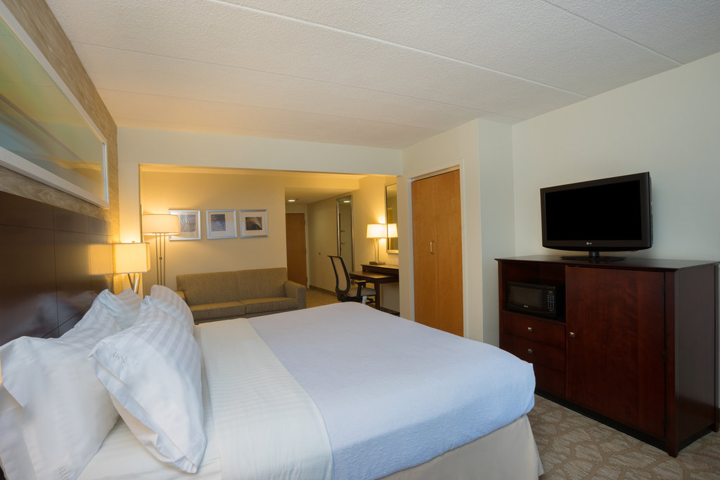 Holiday Inn Baltimore BWI Airport-ADA/Handicapped accessible King Guest Room<br/>Image from Leonardo