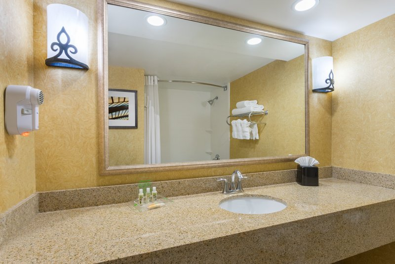 Holiday Inn Baltimore BWI Airport-Standard Guest Room<br/>Image from Leonardo