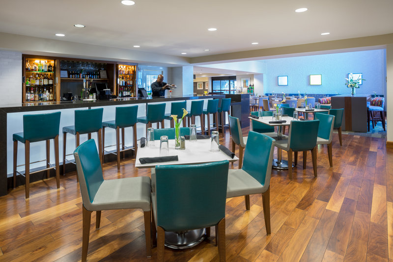 Holiday Inn Baltimore BWI Airport-Restaurant Elevations hosts a bar and great food<br/>Image from Leonardo