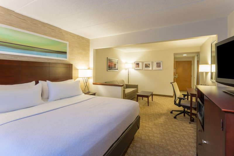 Holiday Inn Baltimore BWI Airport- Our large spacious king bedroom<br/>Image from Leonardo