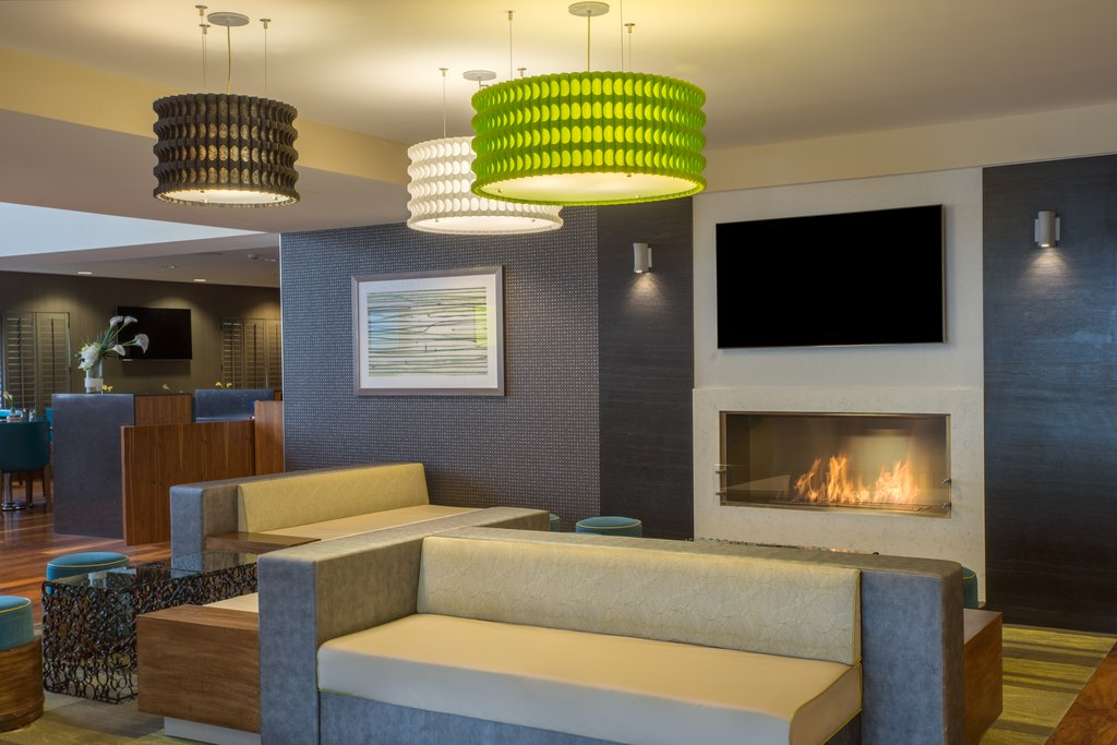 Holiday Inn Baltimore BWI Airport-Our large lobby hosts a TV and 24- hour coffee.<br/>Image from Leonardo