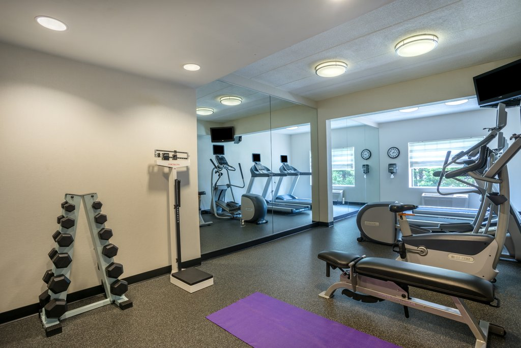 Holiday Inn Baltimore BWI Airport-Fitness center comes with cardio machines and free weights<br/>Image from Leonardo