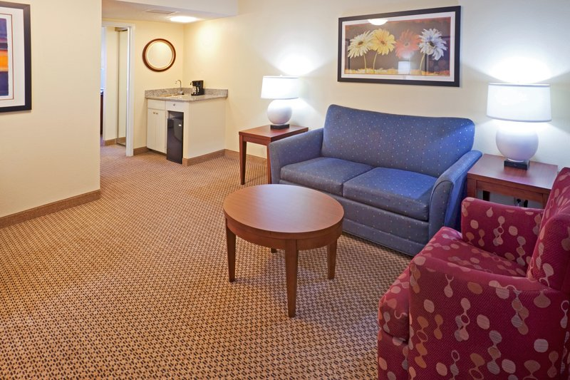 Crowne Plaza Suites Arlington - Ballpark - Stadium-One of our spacious Deluxe Suites<br/>Image from Leonardo