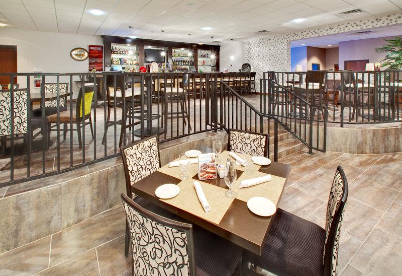 Crowne Plaza Milwaukee Airport-Restaurant<br/>Image from Leonardo