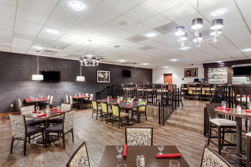Crowne Plaza Milwaukee Airport-Altitude Restaurant <br/>Image from Leonardo