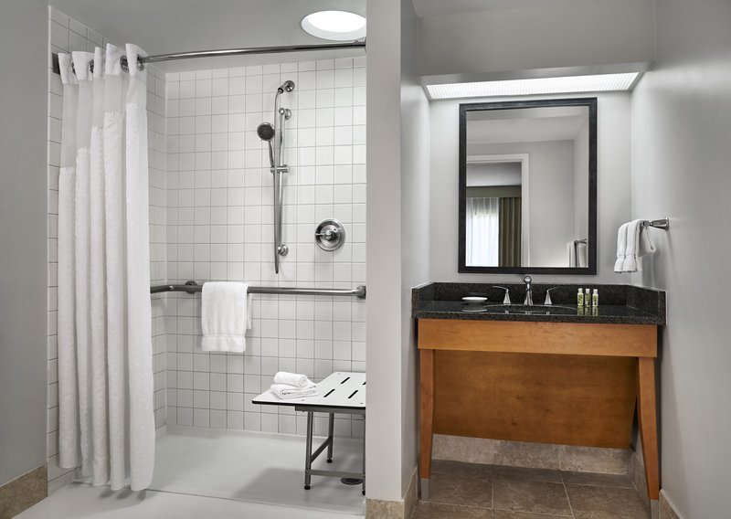 Holiday Inn Hotel & Suites Alexandria Old Town-Accessible Baths and Roll in Showers available<br/>Image from Leonardo