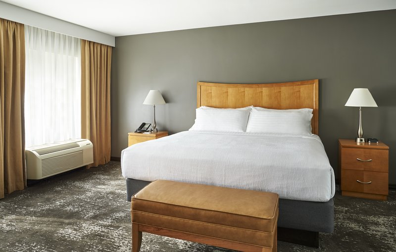 Holiday Inn Hotel & Suites Alexandria Old Town-Extend your stay in a suite that offers genuine value.<br/>Image from Leonardo