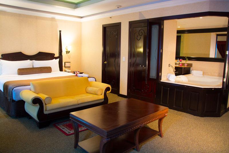 Crowne Plaza Hotel de Mexico-Jacuzzi Suite<br/>Image from Leonardo
