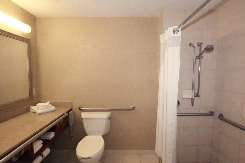 Holiday Inn Dayton/Fairborn I-675-Guest Bathroom<br/>Image from Leonardo