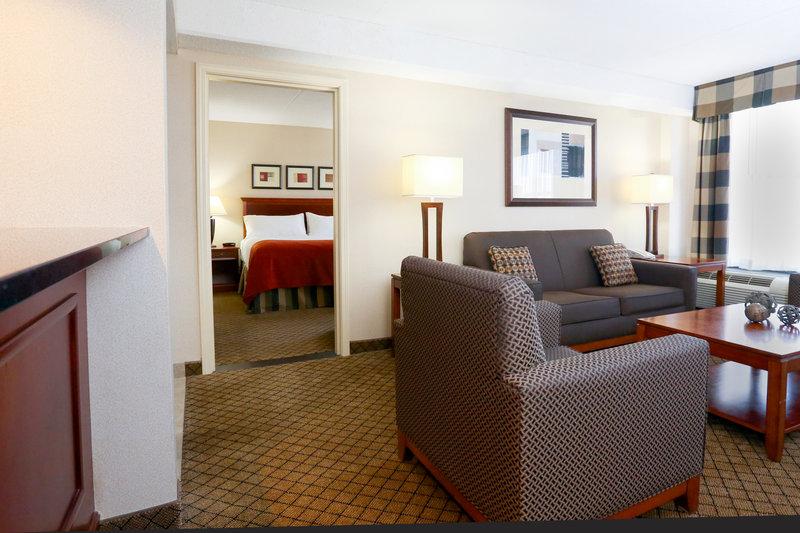 Holiday Inn Dayton/Fairborn I-675-Suite<br/>Image from Leonardo