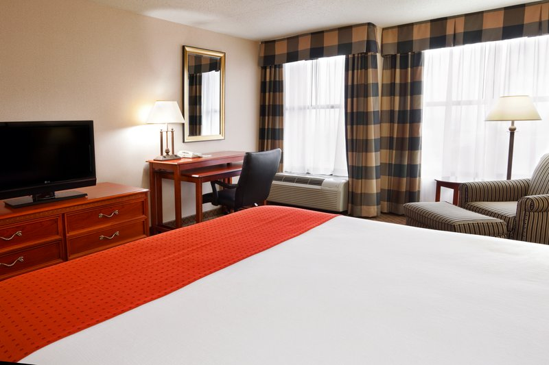 Holiday Inn Dayton/Fairborn I-675-Standard King Bed Guest Room<br/>Image from Leonardo