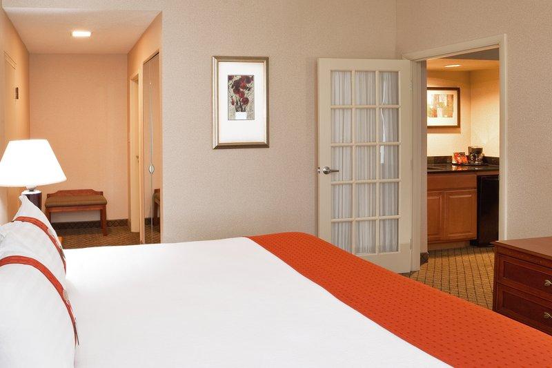 Holiday Inn Dayton/Fairborn I-675-King Bed Guest Room<br/>Image from Leonardo