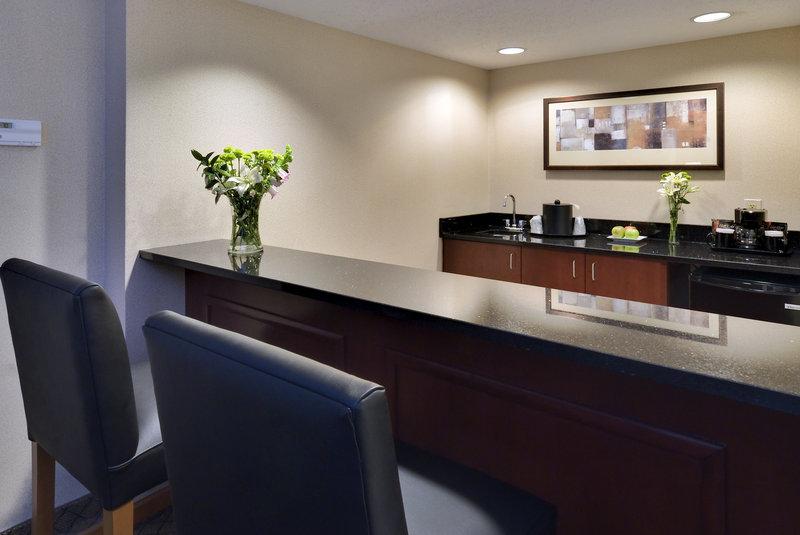 Holiday Inn Dayton/Fairborn I-675-Suite Wet Bar<br/>Image from Leonardo