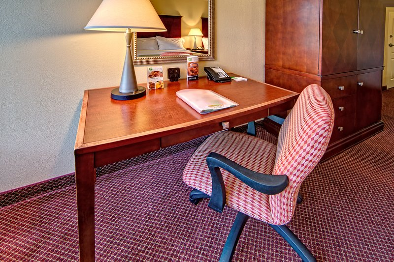 Holiday Inn Asheville - Biltmore West-Spacious work area to help prepare for the big presentation.<br/>Image from Leonardo