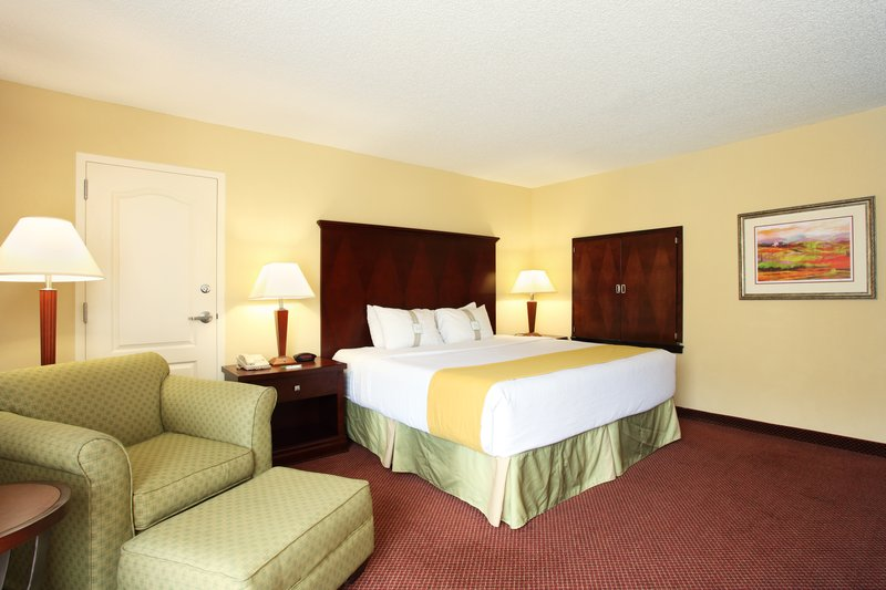Holiday Inn Asheville - Biltmore West-Spacious Jacuzzi room.<br/>Image from Leonardo