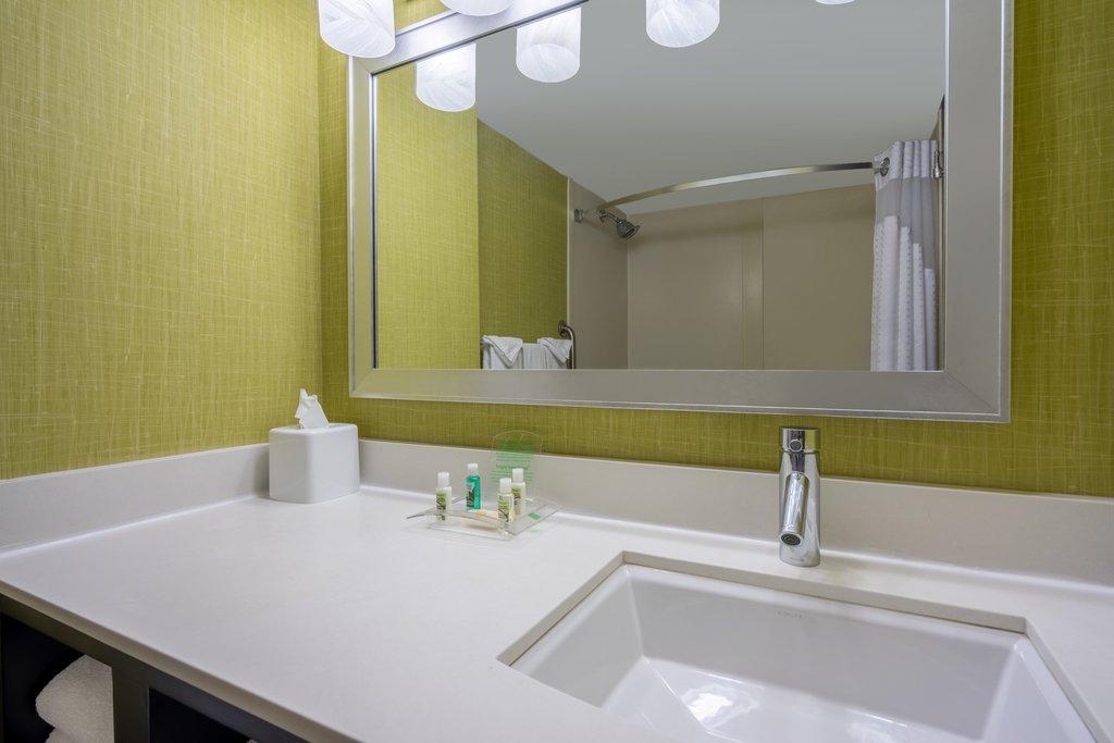 Holiday Inn Inner Harbor-Vanity Area<br/>Image from Leonardo