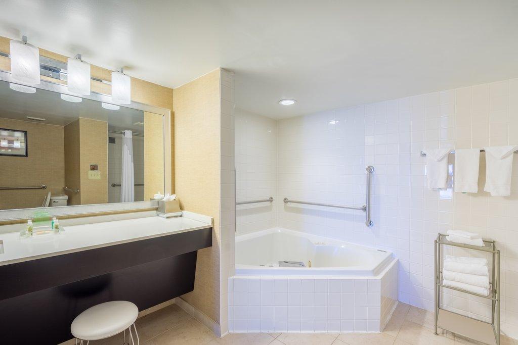 Holiday Inn Inner Harbor-Guest Bathroom Jacuzzi Suite<br/>Image from Leonardo